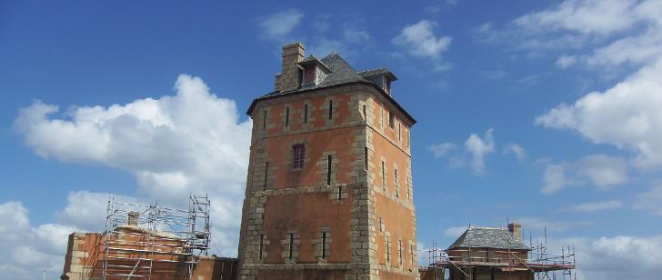 La Tour Vauban sur le port de Camaret en Bretagne